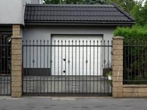 Uso del cancello automatico, sugli orari di apertura decide l'assemblea o l'amministratore