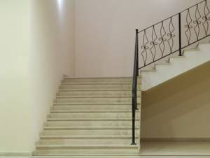 Sono proprietario esclusivo delle scale, ma non per forza delle sottoscale