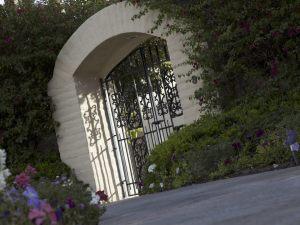 Chiusura del fondo con un cancello, spetta al proprietario del fondo dominante fornire prova di tale aggravamento.